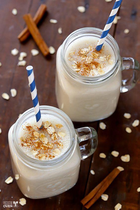Dondurulmuş 1 Muz – 1/4 çay kaşığı zencefil - 1 su bardağı Badem sütü, şekersiz - 1 çorba kaşığı bal -  1/4 su bardağı Yulaf,  - 1/2 çay kaşığı tarçın, zemin - 1 tutam Nutmeg-1 tutam Tuz -1/2 çay kaşığı vanilya ekstresi
