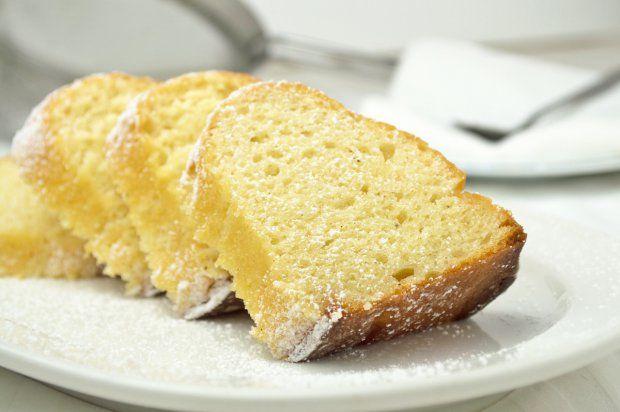 Stévia Rebaudiana Bertoni  známa aj ako Stévia cukrová, Stévia sladká alebo Sladké lístky, je rastlina, ktorá je 300-krát sladšia než cukor, avšak bez kalórií.  Má uplatnenie v potravinárskom priemysle ako sladidlo a je výborným pomocníkom aj pre diabetikov, pre ľudí, ktorí trpia nadváhou a chcú schudnúť a v domácej kuchyni.