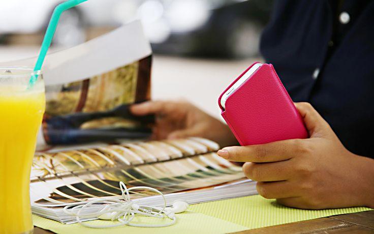 Le concept reste toujours le même ; protéger avec élégance et raffinement votre iPhone, qu'il soit rangé dans une housse ou coque, simple, avec languette ou porte à la ceinture. Le plus : une infinité de versions pour chaque modèle à personnaliser à votre image!