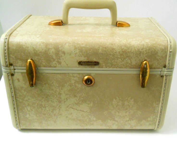 samsonite train makeup case luggage shwayder bros tan brass hinges vintage vintage trains and. Black Bedroom Furniture Sets. Home Design Ideas