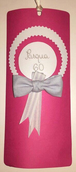Biglietto di auguri per un 60esimo compleanno. Cartoncino, stoffe, ago e filo e colori a matita: il gioco è fatto!