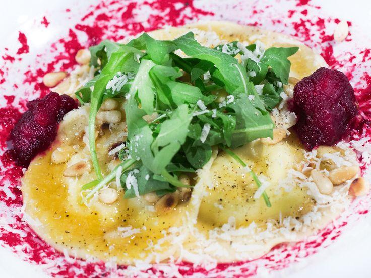 Chèvrefylld ravioli med rödbetspuré och brynt smör   Recept från Köket.se