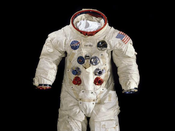 spacesuit2-582x437