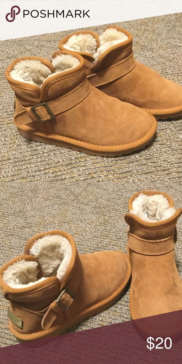 Cute low winter boots on sale! It's a cute low ankle winter boots. It's been rarely worn so it feels like new and smells like new. It's a little tight inside because the fur is thick. Ask me questions! Shoes Winter & Rain Boots