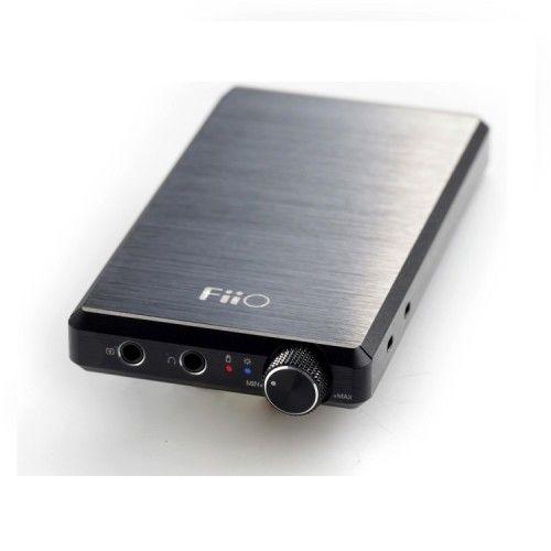 AMPLIFICADOR DE AURICULARES FiiO E12 MONT BLANC. Utiliza operacionales para la sección de amplificación que logran una distorsión tan baja que se acerca al 0 absoluto: un valor de 0.000015%. Máxima fidelidad en la reproducción de la señal de origen. #FiiO #auriculares #amplificador #portátil