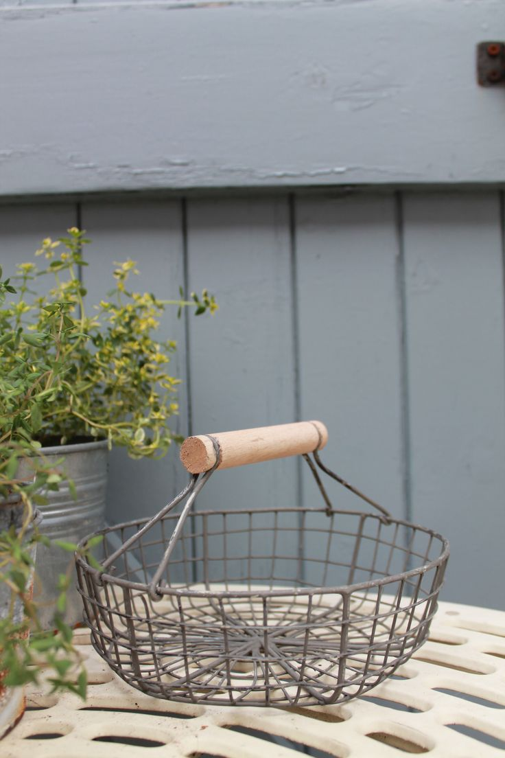 This adorable circular basket in distressed grey, has a sweet wooden handle and is a handy and attractive addition to your kitchen  to store your eggs or for collecting fresh salad leaves from the garden. £8.95