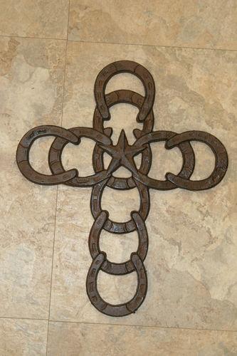 Best 25 rustic cross ideas on pinterest crosses pallet for Horseshoe project ideas