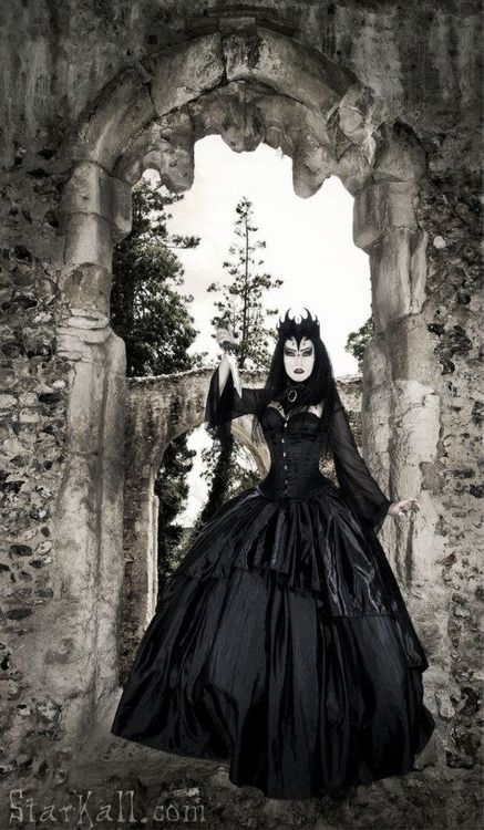Reminds me of Snow White's evil queen stepmother.