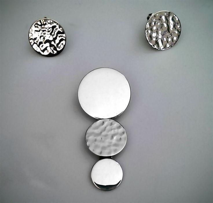 Set de Dije y Aretes de Plata .925 Diseño: Circular Martillado y Liso