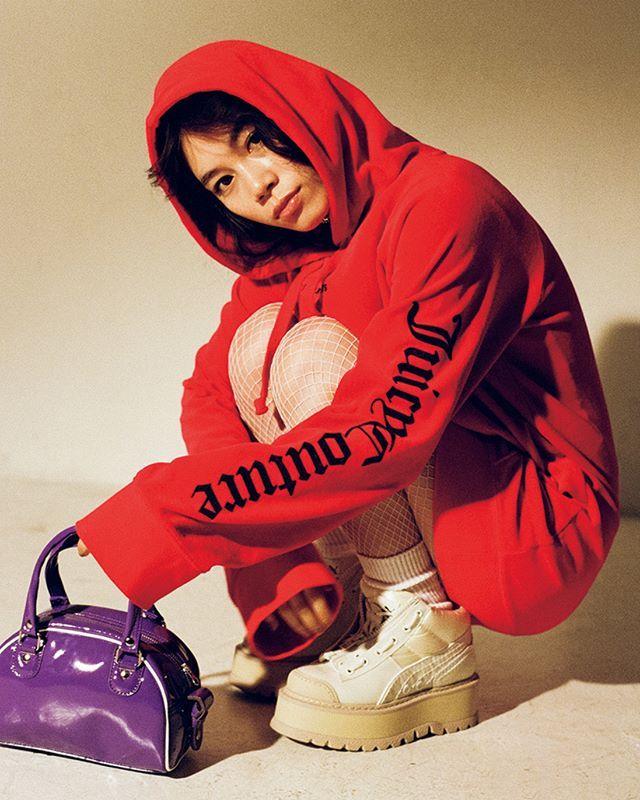 フーディのワンピースを主役にスタイリングをミニマルにまとめて厚底の #PUMA_by_Rihanna のスニーカーをチョイスして #00s ムードを演出 May issue P38 NYLON JPN 2k17 SPRING model @catserval styling @erica_mimura one piece @juicycouture choker @bijouri bag @gvgv_official shoes @fentyxpuma #nylonjapan #nylonjp #fashion #styling #stylist #ericamimura #fabric #2k17 #urban #caelumjp  via NYLON JAPAN MAGAZINE OFFICIAL INSTAGRAM - Celebrity  Fashion  Haute Couture  Advertising  Culture  Beauty  Editorial Photography  Magazine Covers  Supermodels  Runway…