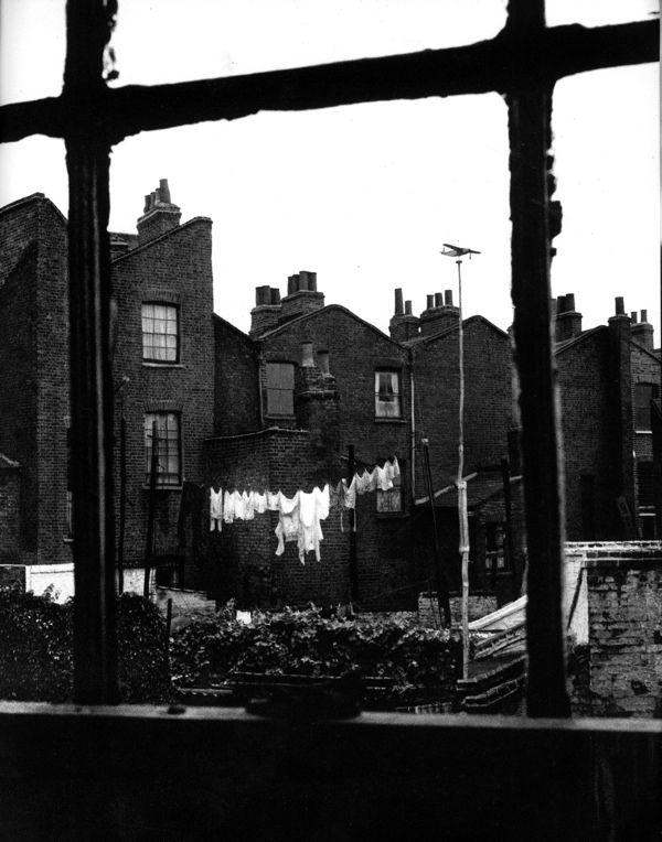 East India Dock Rd, Limehouse.  Israel Bidermanas ~ 1952 ~  'Charmes de Londres'