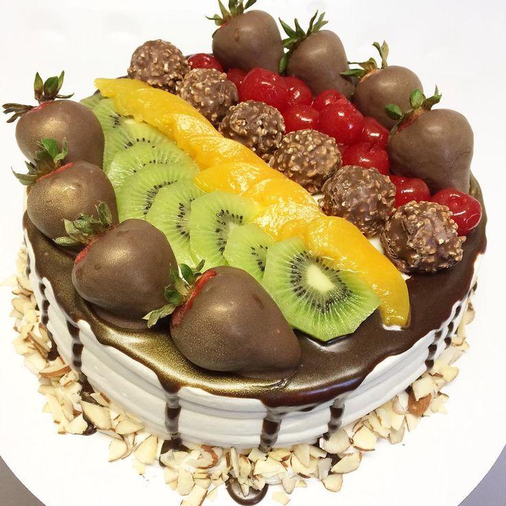 #treslechescake #chocolatecoveredstrawberries #ferrerorocher #kiwi #peach #tasty #cake #cakestagram #cakeporn #tasty #whippedcream #cakedecorating #baking #love #customcakes #tresleches