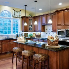 Traditional Toll Brothers Kitchen With Cabinets By Yorktowne Cabinetry