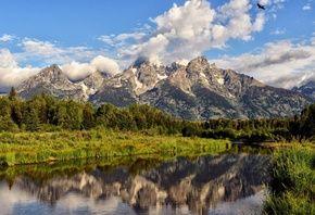 Горы, пена облаков, вершина, небо, река, отражение