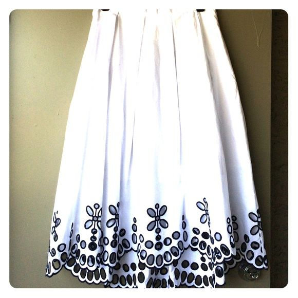 Anthropologie moulinette soeurs white eyelet skirt Anthropologie moulinette soeurs poplin eyelet skirt. With pockets and fully lined. Anthropologie Skirts Midi