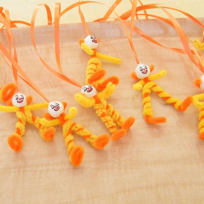 """Faschingsorden-Clowns (Idee mit Anleitung – Klick auf """"Besuchen""""!) - Die kleinen Faschingsorden sind die Stars auf jeder Faschingsparty! Sind sehr einfach und kostengünstig zu basteln!"""