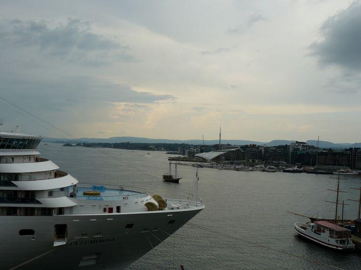 27 July: pohled na přístav z Akerhus Fortress.. tak bude bouřka nebo ne?