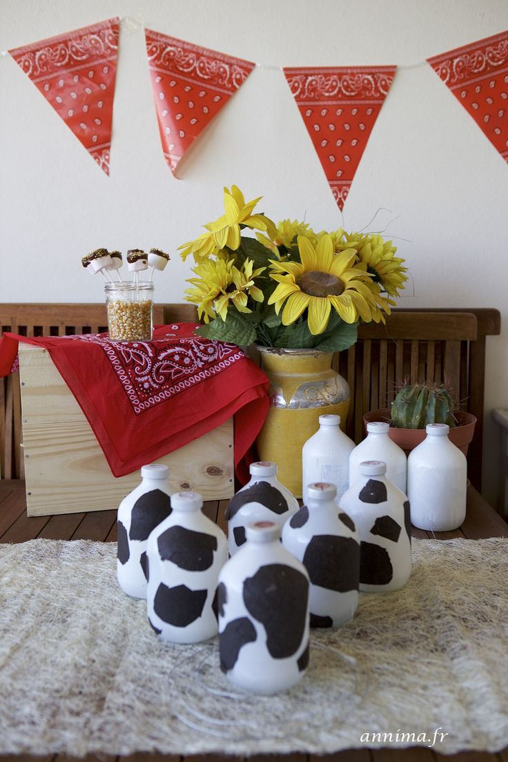 Un anniversaire thème cow-boy, cow-girls, chapeaux, cactus, chevaux, décoration, jeux d'adresse, chamboule-tout, vaches, chevaux, Far West, Rodéo,