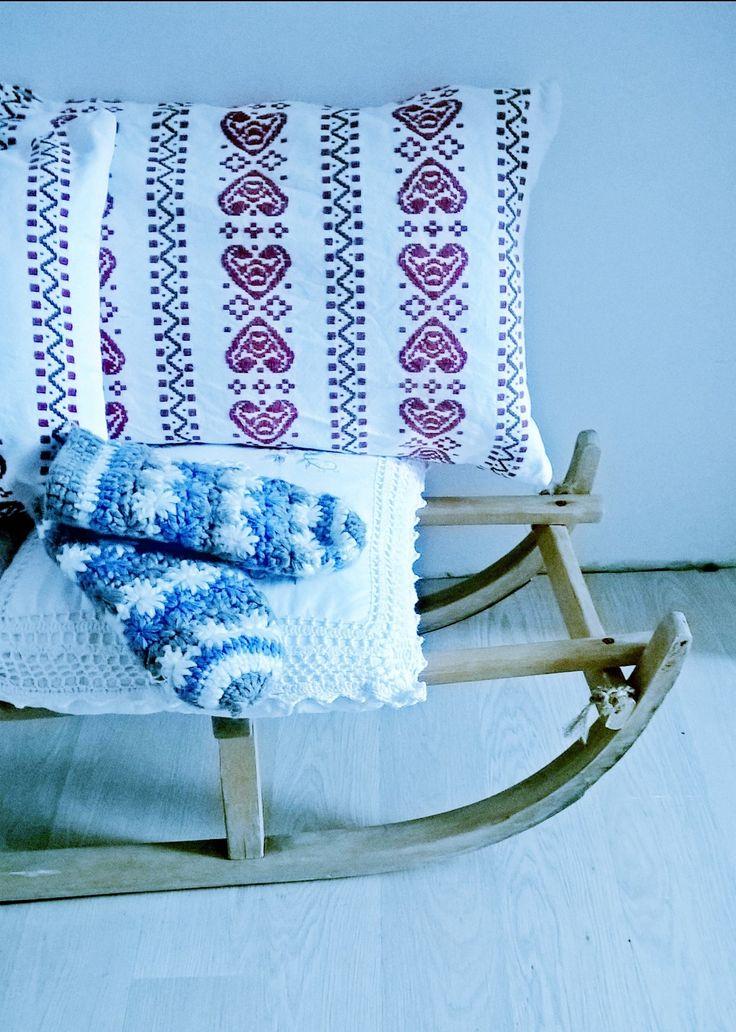 My guest has left the gloves on the sledge. Designed by Urszula Koronczewska.