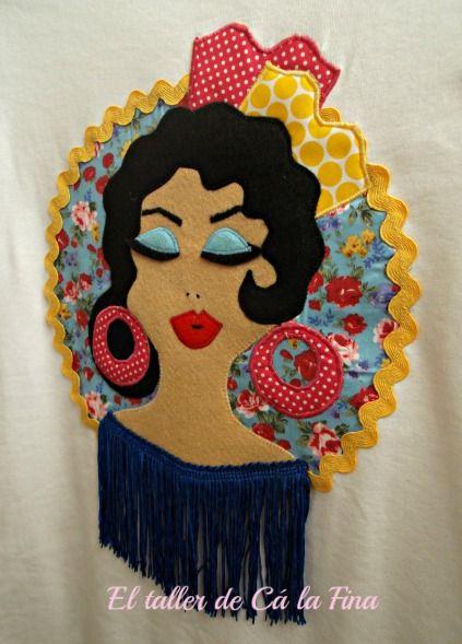 Camiseta flamenca con estampado floral y flecos. #camisetasflamencas #camisetaspersonalizadas #camisetasdecoradas
