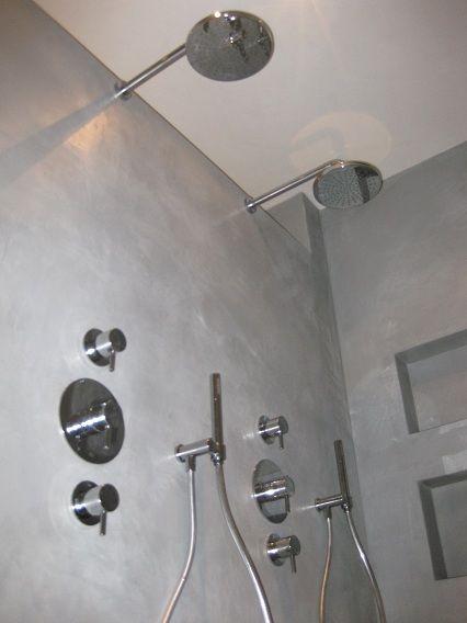 Reden voor de grote vraag naar béton ciré is de unieke samenstelling, toepassing en met name de afwerkingmethoden. Het is zeer gebruiksvriendelijk in tegenstelling tot de meeste stucproducten en is dus ook voor de niet-vakman geschikt.