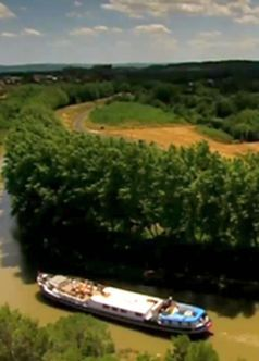 #Photo of the Week: Hotel #barge 'La Belle Epoque' cruising in #Burgundy