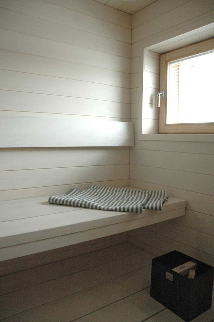 Valoa saunassa - moderni puutalo
