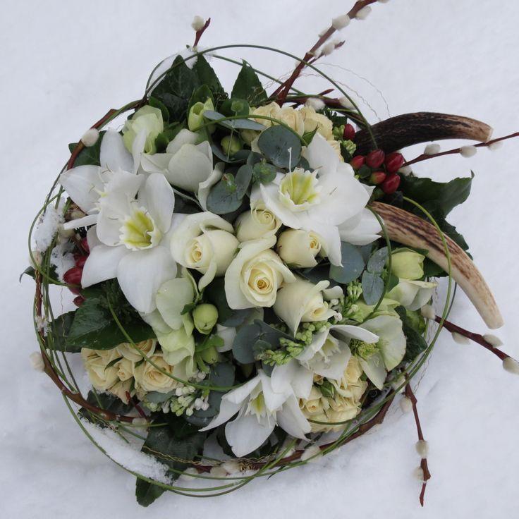 #winter #wedding #bride #handtie #bouquet #white #ivory #rose #freesia #narcissus #paperwhite #willow #hypericum #berries #chicweds #chicweddings #London #kent