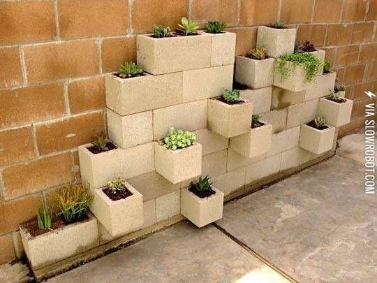 Cinderblock+planter+wall.