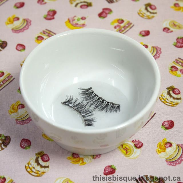 how to clean your fake eyelashes