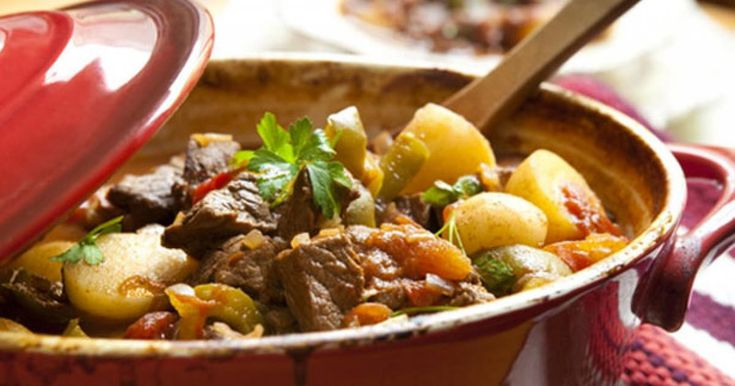 Το μοσχάρι γάστρας με μπίρα είναι ένα φαγητό με πολύ ξεχωριστή γεύση και το κρέας γίνεται πολύ μαλακό.