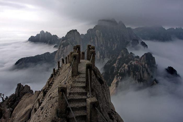 14 chemins mortels que les chinois empruntent sans pression ! Vertigineux !