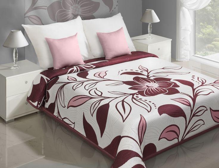 Krémově bordový přehoz na postel s motivem květin