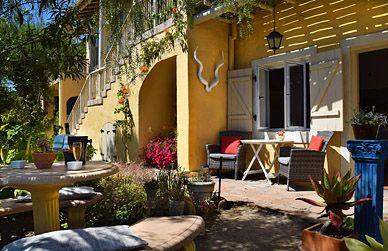 Garden - entrance Hoepoe apartment