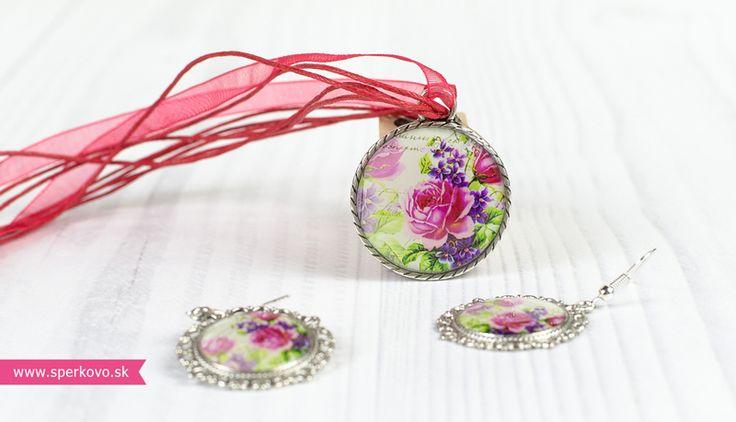 Kreatívny kurz Šperky zaliate živicou. Živicové šperky sú originálne a vždy oživia tvoj outfit. Ak podobný kúsok vo svojej šperkovnici ešte nemáš, s nami...