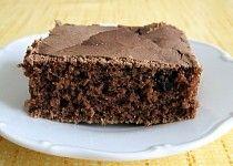 Karobový koláč bez lepku, mléka a vajec