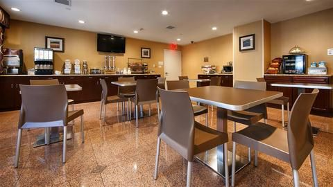 BEST-WESTERN-PLUS-Arena-Hotel-Dining(6 of 13)