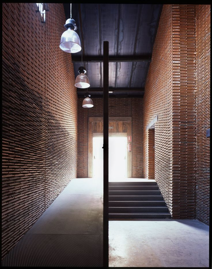 Built by Arturo Franco in Madrid, Spain with date 2009. Images by Carlos Fernández Piñar. In a small nave of the old slaughterhouse of Madrid, nave 8B, the tiles of a roof in disrepair have been removed, pil...