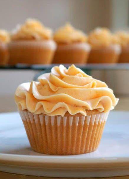 Peach Cupcakes with Peach Buttercream Frostingl - Cupcakiest.net