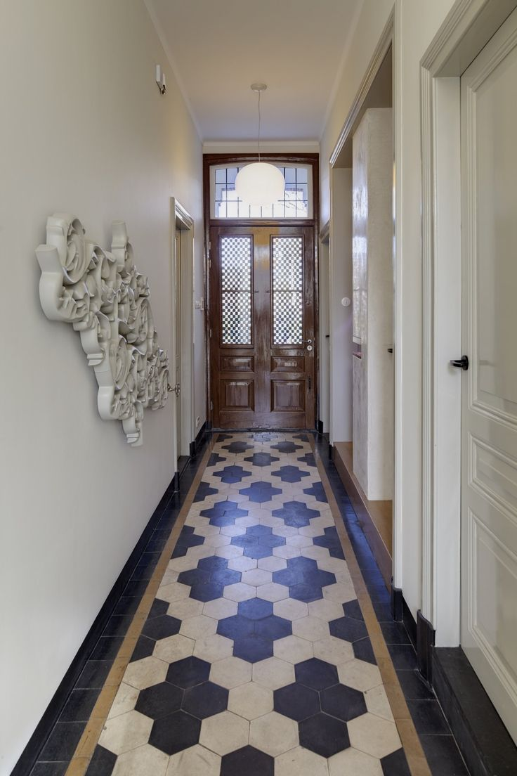 Love the hex tile pattern in this hallway : Huize Vreeburg in The Netherlands