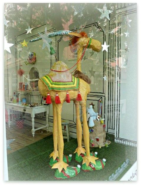 Escaparate para la campaña de Navidad  Mamá Y Yo, Santa Cruz de Tenerife. Tienda Infantil.