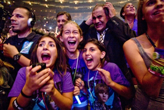 Your Father of the Year Award is in the mail.This Man, Justin Bieber, One Direction Concerts, Be A Dads, Funny Pictures, Funny Stuff, Kids, Happy Fathers Day, Bieber Concerts