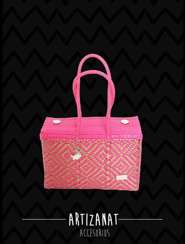 ¡Ya llegó la primavera y sus colores! :D :D ¿qué tal este bolso hecho 100% a manos!