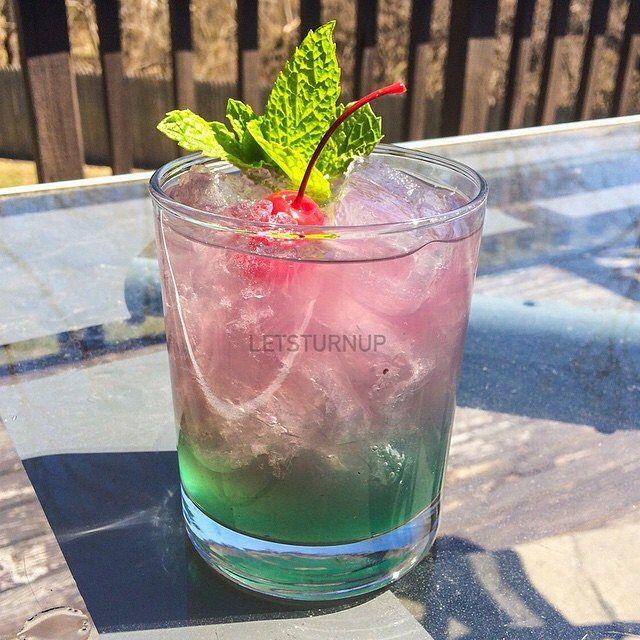 Marry Me Woman!  Bottom: 1 oz. Vodka 1/2 oz. Blue Curacao 1 oz. Passion Fruit  Top: 1 oz. White Rum 1/2 oz. Peach Schnapps 1 oz. Blueberry Lemonade ::BE SURE TO FOLLOW ME ON:: FACEBOOK/letsturnup & TWITTER/letsturnupp #tipsybartender #tequila #patron #smirnoff #drinkporn #booze #bartender #bacardi #malibu #mixology #mixologist #margarita #letsturnup #liquor #cocktailporn #alcohol #vodka #ciroc #cocktails #whiskey #foundmycup #repost #tastemybar