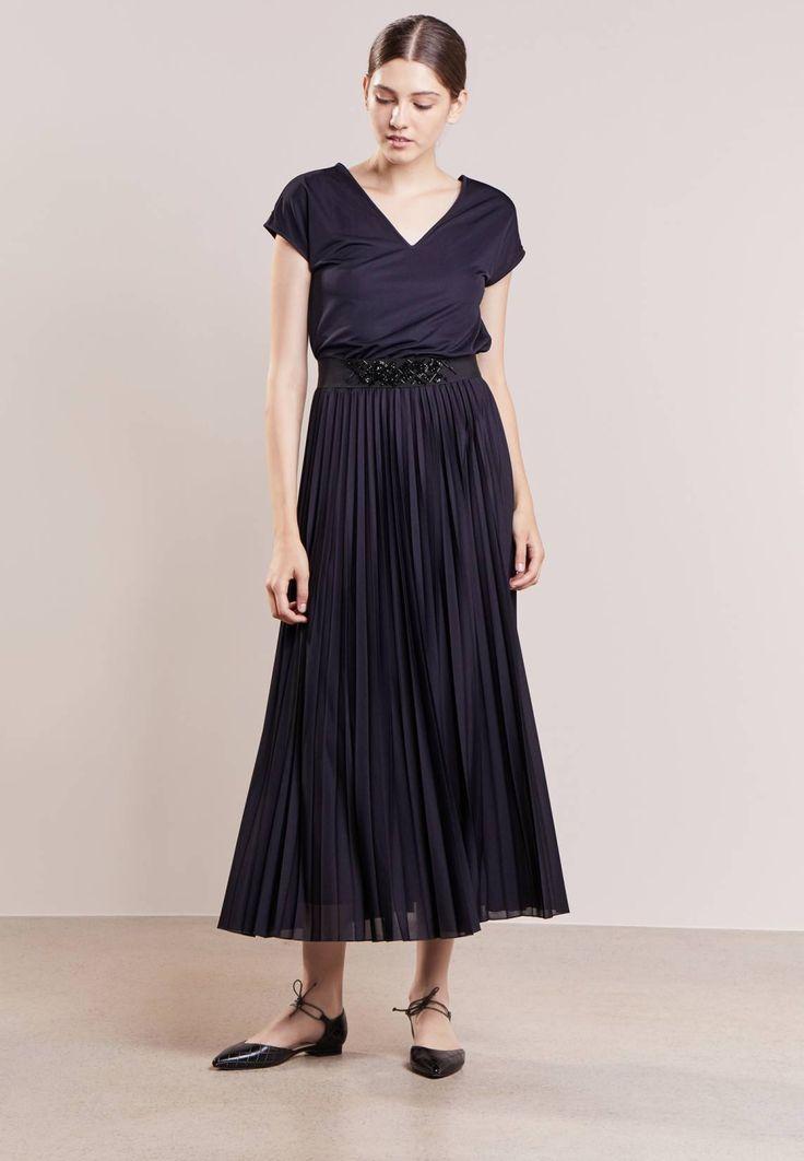 MAX&Co.. PORTOFIN - Długa sukienka - midnight blue. Materiał:100% poliester. długość:długa. szerokość pleców:36 cm w rozmiarze S. Rodzaj dekoltu:wycięcie na plecach. Wskazówki pielęgnacyjne:pranie ręczne. Długość rękawa:bardzo krótki rękawek. wzór:k...