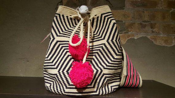 Modern Wayuu Mochila Bag pink and black por CulturaCulturaCafe