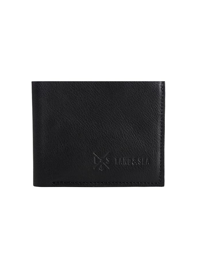 Portafoglio da uomo in pelle nera di bovino, prodotto artigianale che garantisce un effetto elegante e minimale.Acquista online i prodotti di Land and Sea su STORE.GRIFFALIA.COM | #wallet #leather #madeinitaly #style #griffalia #fashion #eccellenzeitaliane