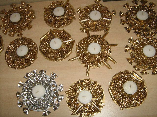 Waxinelichthouder van macaroni Spray pint pasta gold/silver to mke little candle holders!