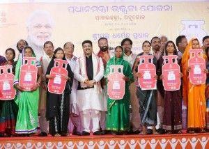 Latest India News Today :  P&NG Minister Dharmendra Pradhan launches PMUY at Pallahara in Odisha