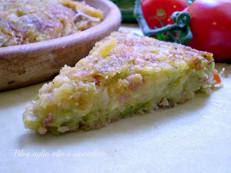 La Frittata con Patate Zucchine e Salsiccia,è un secondo molto sfizioso e gustoso. Si cuoce in padella e non ci vanno le uova